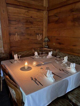 Tavoli interni con candela (era mancata la luce)