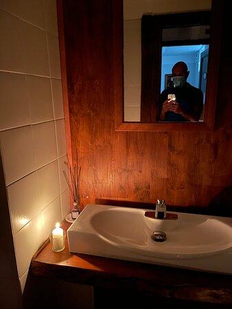 Bagno con candela (era mancata la luce)