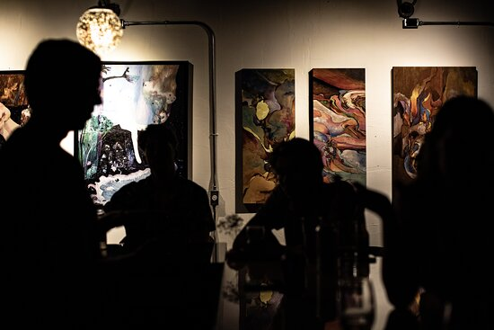 Silhouette of a gallery bar
