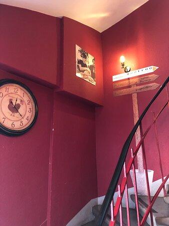 Escaliers menant aux étages