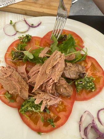 Ventresca Thun Salade with tomato and onion