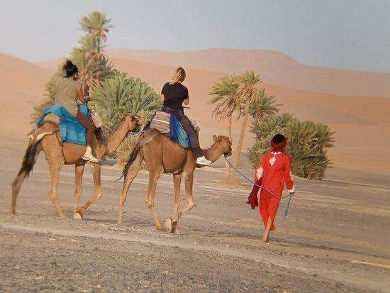 Merzouga, Morocco: Paseo en camellos por el desierto.  Disfruta el viaje con nosotros corazondemarruecos.com  #marruecos #viajes #desierto #sahara