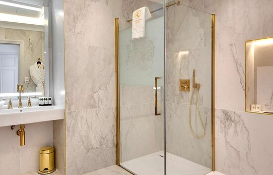 Mazières-en-Gâtine , France: salle de bain