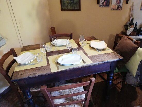 San Damiano Macra, Italy: Tavolo interno