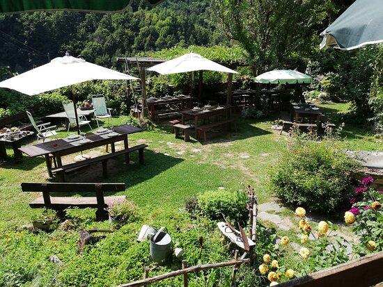 San Damiano Macra, Italy: Tavoli esterni