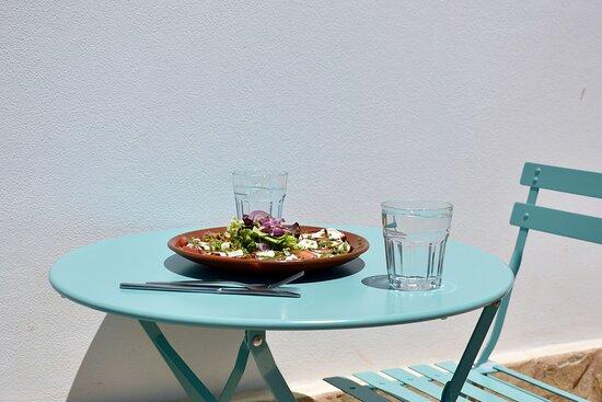 Figueira, Portugal: Salada Caprese, Eat In & Take Away.