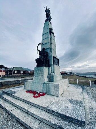 סטנלי, איי פוקלנד: The 1914 Battle Memorial on Ross Road, Stanley Harbour. 