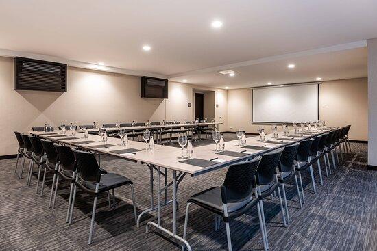Zona T Meeting Room - U-Shape Setup