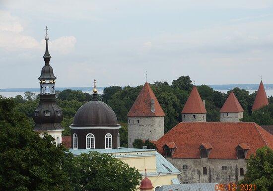 Θέα από ψηλά με τους πύργους στο Ταλίν.