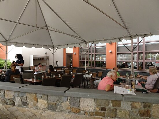Chevy Chase, MD: Outdoor seating