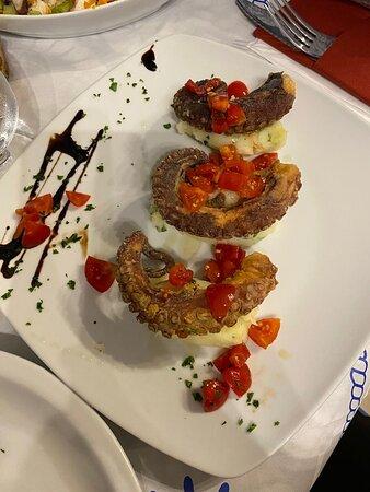 Bonagia, Italien: Tentacoli di polipo con purea di patate