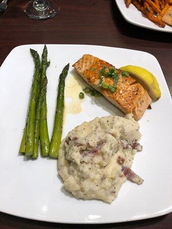 Chapin, Carolina del Sur: Grilled salmon