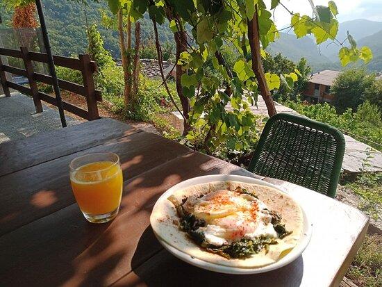Caprauna, Italia: proper breakfast with proper view !