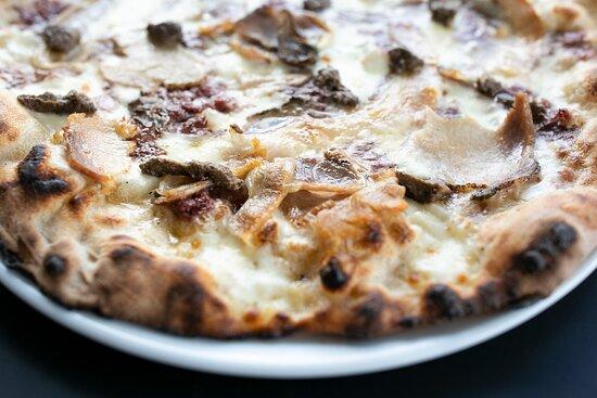 Porcari, Italy: La porchetta sulla pizza, pochi ci credevano.... provate per sentire come il gusto della porchetta si sposa perfettamente con gli altri ingredienti