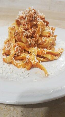 Faleria, Italië: Fettuccine fatte in casa al ragù