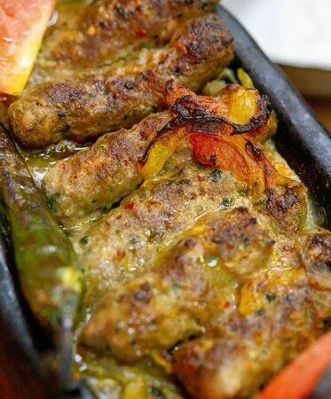 Турецька кухня — пряна і ароматна, з великою кількість, різноманітної випічки, м'ясних страв, свіжих морепродуктів, овочів та особливих солодощів. Вона ще нікого не залишала байдужим, а от закоханих в себе майже всіх без винятку. Пропонуємо ці вихідні присвятити зустрічі з нею, а Кафе Даш буде вашим гідом.  📲093 000 22 02 📍Бессарабська площа 2  #киев #ресторан #kiev
