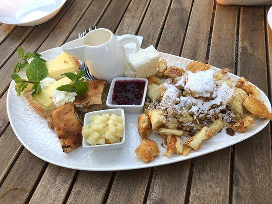 Murnau am Staffelsee, Jerman: Ein absolut großartiger Biergarten/ Restaurant!  Das Essen war von Vorspeise über Hauptgang und Nachspeise ein Gedicht (siehe Bilder!) Außerdem ein absolut kompetentes, höfliches/ freundliches und zuvorkommendes Personal, bei dem man sich nur wohlfühlen kann.   Danke für diesen wunderschönen genussvollen Abend mit einem großartigen Blick! :)