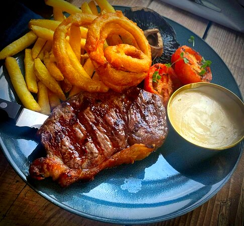 Sirloin steak with gourmet skin-on fries, grilled mushroom and tomatoes, choice of home-made green peppercorn or blue cheese sauce and onion rings in our beer batter.