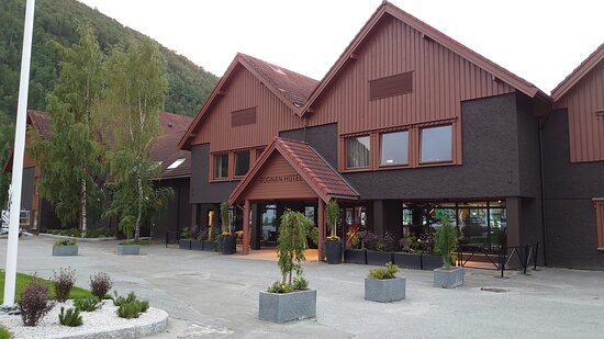 Rognan, Norway: Front of the hotel