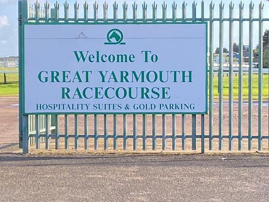 Great Yarmouth, UK: Racecourse quite close
