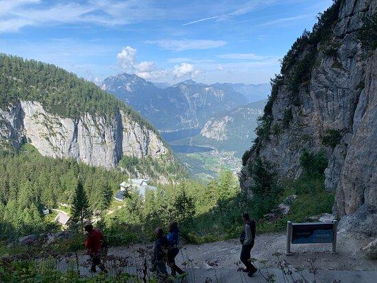 Ausblick vom Ausgang der Höhle (etwa 40 Höhenmeter über dem Eingang)