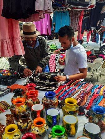 Отавало, Эквадор: shopping at the most beautiful indigenous artisan market!