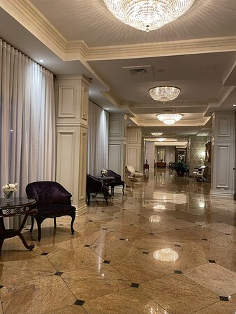 Main hallway at Château-Vaudreuil Hôtel & Suites