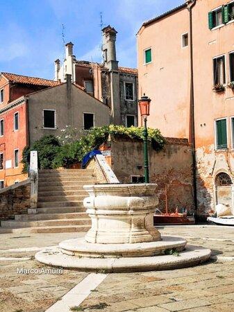 مدينة البندقية, إيطاليا: Siamo nel sestiere di San Polo , campo San Boldo con la sua pregevole vera da pozzo
