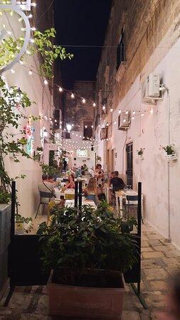 Oria, איטליה: I tavoli all'aperto