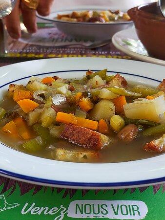 Sainte Mondane, France: soupe du cantou et ses croutons