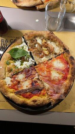 Porcari, Italy: Pizza buonissima e molto particolare. Anche i dolci molto buoni. Andate sul particolare.  Buonissima e giovani e gentili i camerieri.  Siamo andati a quello a Lunata.