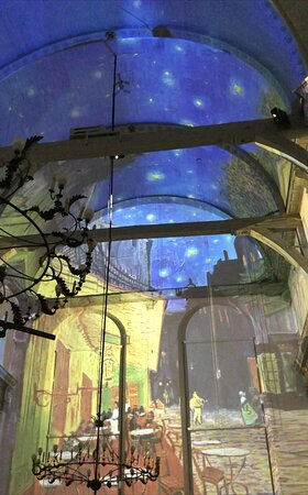 The animated paintings that are projected all around you are amazing...