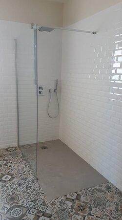 Douche de la chambre 6