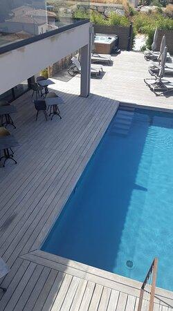 Vue sur la piscine (chambre 7)