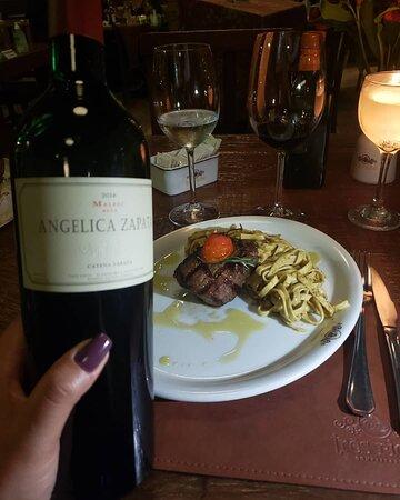Restaurante maravilhoso , ambiente aconchegante , pratos deliciosos 😋 atendimento espetacular.  O anfitrião  Sr Altamiro é um Lord. Super recomendo.