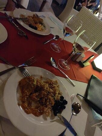Espaço muito agradável, comida saborosa, mas com pouca variedade/oferta, staff com nível ⭐⭐⭐⭐⭐ Adorei!