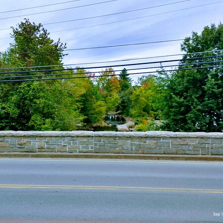 Woodstock, Нью-Гэмпшир: River bridge