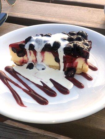 Prosecco & blackcurrant cheesecake