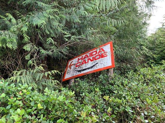 Signage indicating way to the canoe