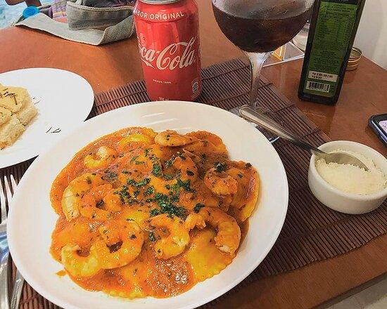 Raviolotti di gamberi com molho de camarão