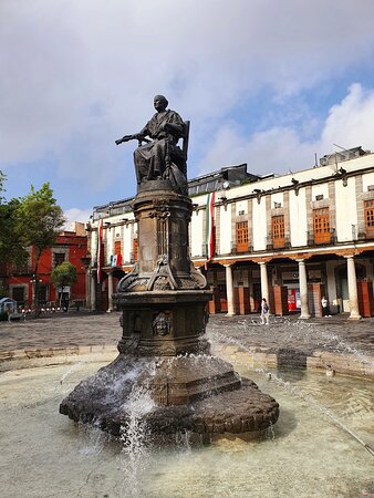 Plaza Santa Domingo - famous square with old houses😊🌍