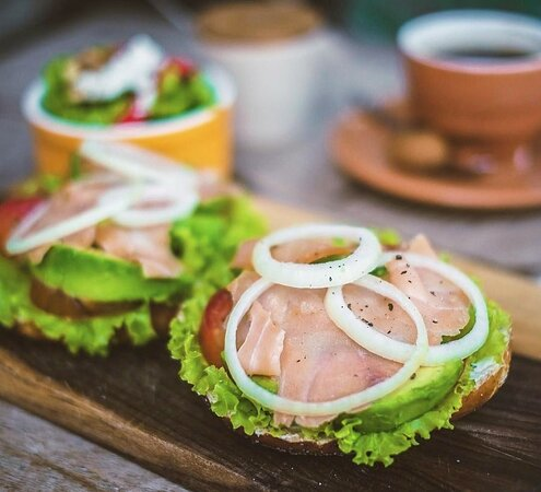 Monday breakfast goals : Smoked Salmon Bagel  Smoked salmon, fresh green lettuce, tomatoes, onions, avocado and cream cheese served with french fries/salad 😋  And… That's for PERFECT BREAKFAST TODAY!  For delivery or pre-order, please contact us via 📞 WhatsApp 0811 388 7374 / 📩DM for more information  _____  Photo credits: @ budi.eats _____  Bread Basket Outlets:⠀⠀⠀ 📍Sanur⠀⠀⠀ 📍Kerobokan⠀⠀⠀ 📍Uluwatu 📍Canggu