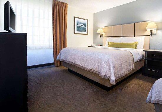 1 Bedroom Suite with 2 Queens
