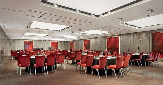 City suites meeting room with cabaret setup