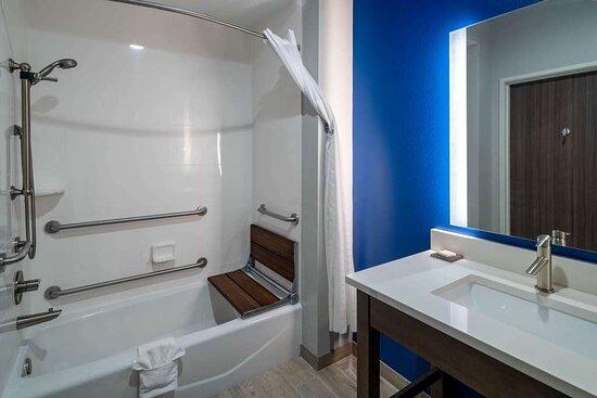 Guest room bath