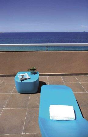 Suite terrace sun bed