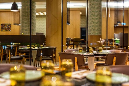 M'Bamou Larder Restaurant Tables