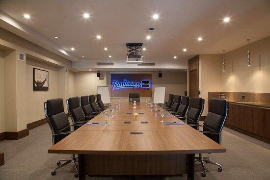 Babil Meeting Room Boardroom Style