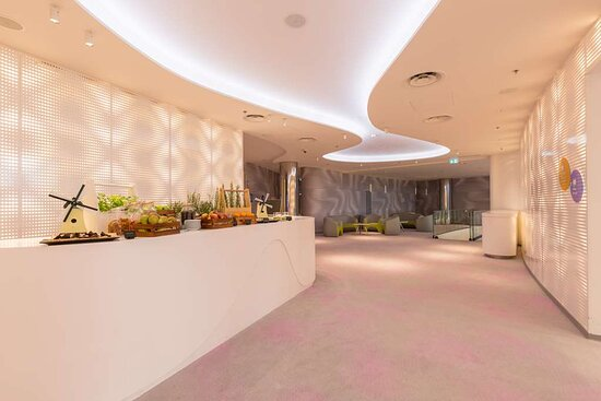 Meeting foyer 2