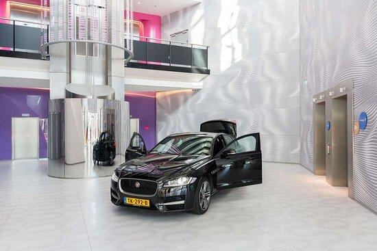 Car presentation in the lobby